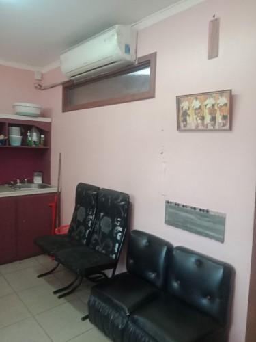 Big Fully Furnish Hair Salon W/ 17 Booths In HWT