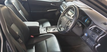 Crisp 2012 Toyota Camry Hybrid