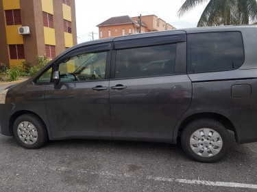 2012 Toyota Noah For Sale