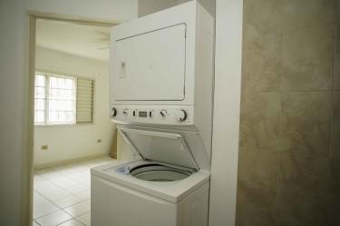 Washer/Dryer Stacked Frigidaire 33lbs 220/50Hz