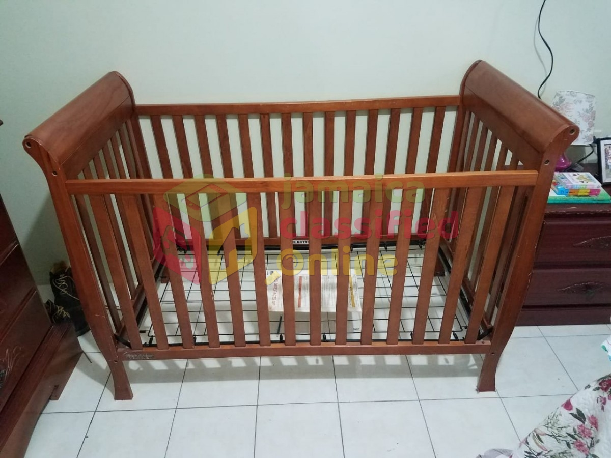 Baby Crib for sale in Mandeville Manchester - Baby