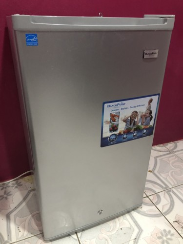Fairly New Blackpoint Refrigerator