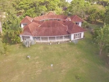 Golf Course Villa & Cottage On 1acre & Indoor Pool