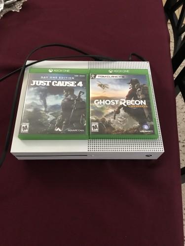 Microsoft Xbox One S 1TB(no Control)