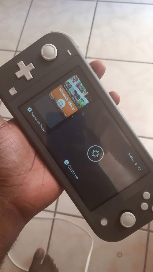 LIKE NEW NINTENDO SWITCH FOR SALE COME WITH 8GAMES