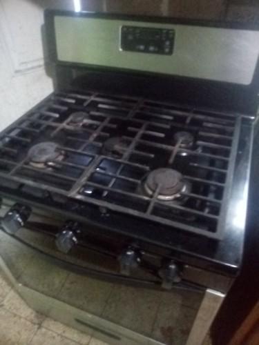 30 In Whirlpool 5 Burner Metal Gas/electric Stove