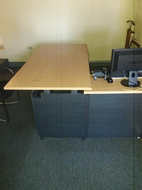 6ft. Executive Desk W. Return, Hutch And Credenza