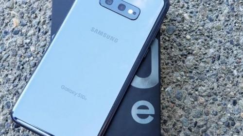 Samsung Galaxy S10E<br /> <br /> Whatsapp Me +18192014841