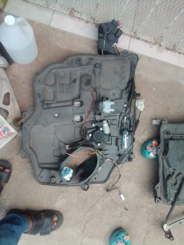 2011 Mazda Premacy Left Front And Back Door Parts