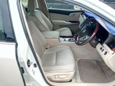 2011 TOYOTA CROWN