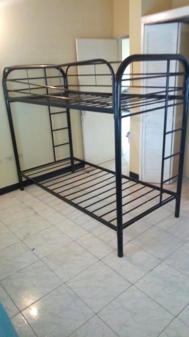1 Metal Bunk Bed