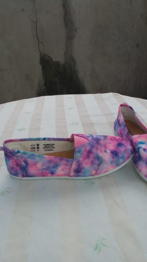 Multicolor Flat Shoes, Size 9.