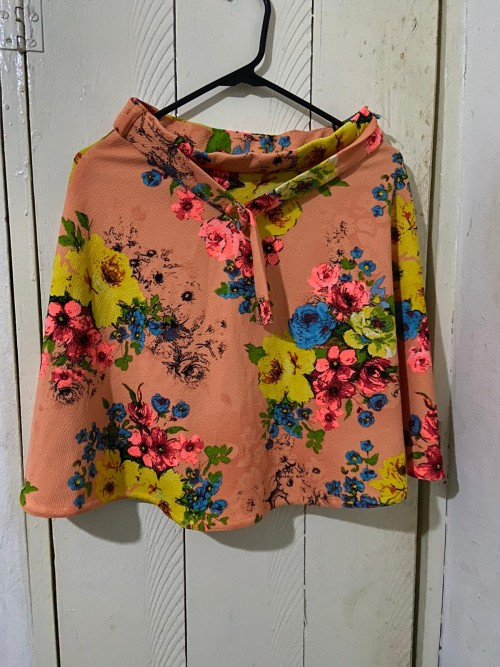 Beautiful Peach Floral Skirt, Size M.