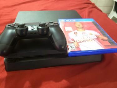 Sony Playstation 4 - 500 GB - 1 CD Included