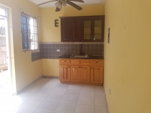 1 Bedroom Kitchen With Living And Bathroom