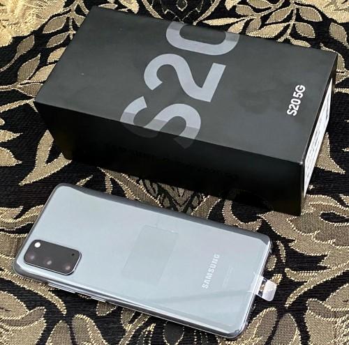 BRAND NEW IN BOX Samsung Galaxy S20