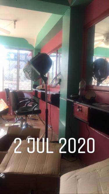Hair Nail Makeup Station