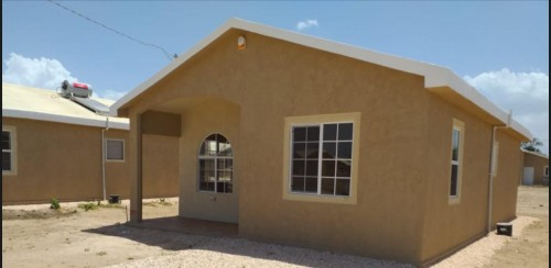 Gated 1 Bedroom Shared Bath Kitch & Living