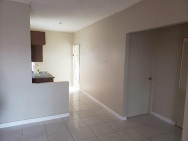 2 Bedroom Apartment, 1 Bathroom