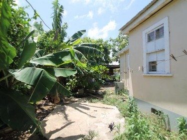 2 Bedroom House With Commercial Possibilities