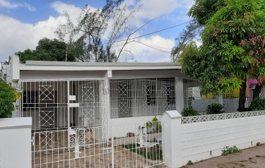 3 Bedroom 2 Bathroon House For Rent