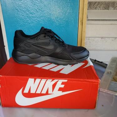 Nike Sneakers..Size 7