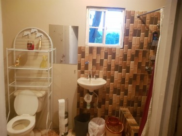2 Bedrooms With AC 1 Bathroom Upstairs Cumberland