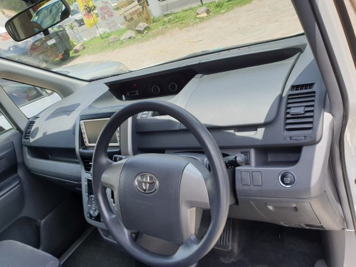 2010 Toyota  Voxy Fully Powered, DVD ,backup Cam.