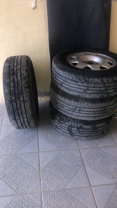 205/65/15 Tires Next T To New Wear For One Mont