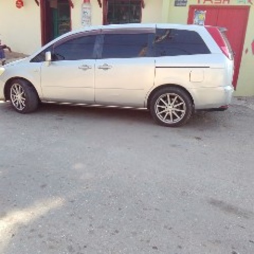 Nissan Seven Seater 06