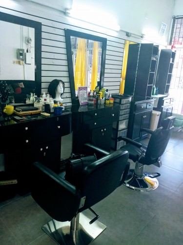 Nail ,hair And Barber Stations For Rent
