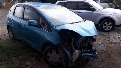 CRASHED 2009 HONDA FIT FOR SALE. (Easy Repair)