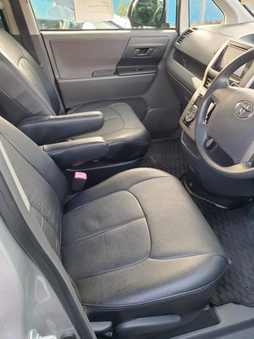 2010 Toyota Voxy