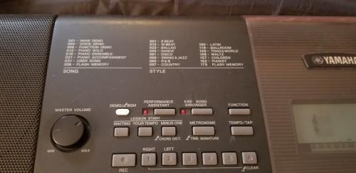 YAMAHA E423 Keyboard