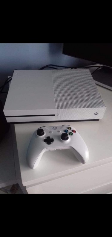 PS4/XBOX ONE S/CDS