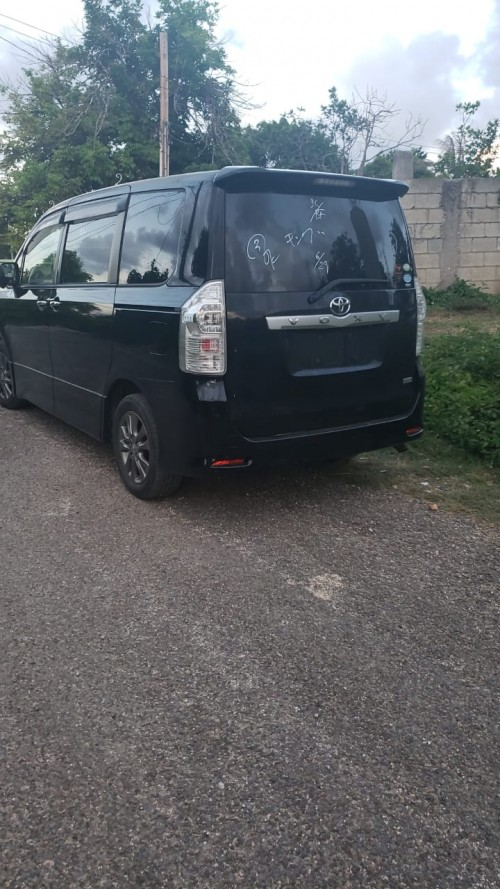 2011 Toyota Voxy Fully Loaded