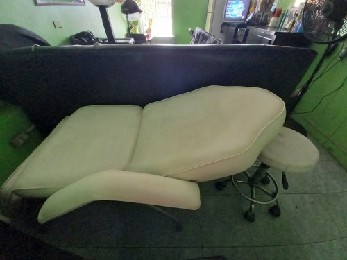 Pre Owned Facial / Tattoo Bed