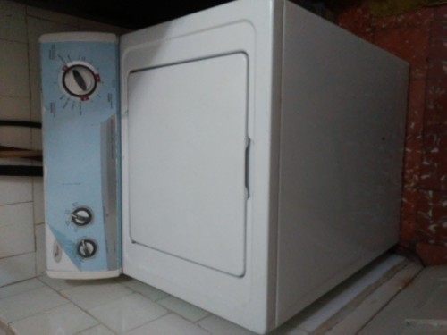 Whirlpool Top Load Full Size Washing Machine.