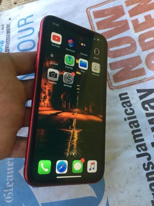 2 Week Old IPhone Xr Rsim Unlocked