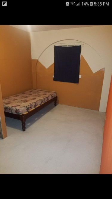 1 Bedroom Own Bathroom ..share Kitchen