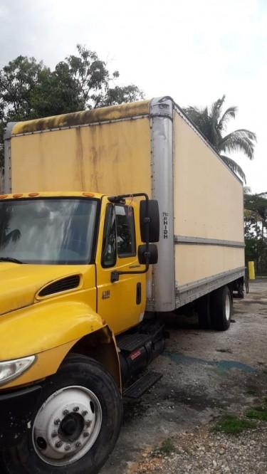 2006 International Box Truck