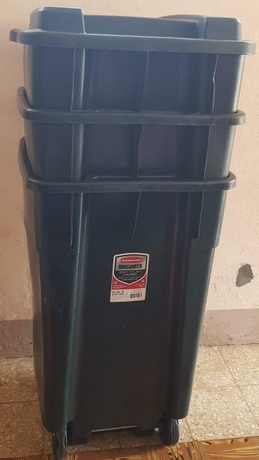 Rubbermaid Garbage Bins