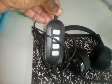 SELLING A CALL CENTRE HEADPHONE WITH FEATURES