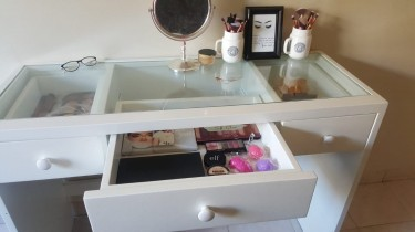 Impression Vanity Table