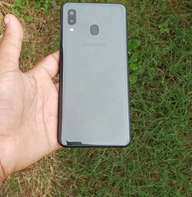 Samsung A20 New Condition No Fault Come With Case