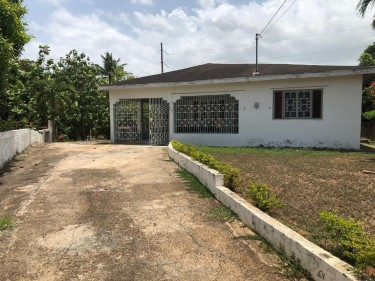3 Bedrooms 2 Bathrooms 0.24 Acre Of Land