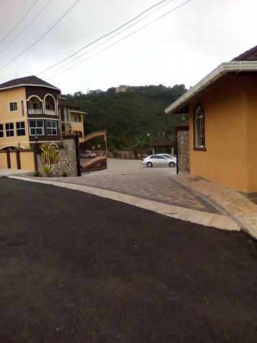 2beds 2baths Fully Furnished Red Hills St. Andrew