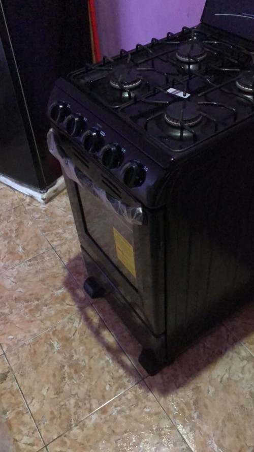 Stove Fairly New ,oven Never Been Use Before Clean
