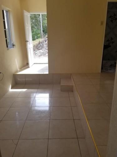 1 Bedroom Bath Kitchen Living & Walk In Closet