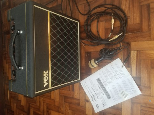 Guitar Amp With Plug In And And Microphone
